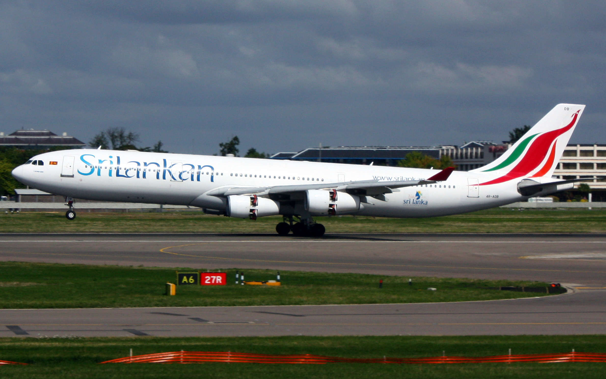 srilankan airlines melbourne to colombo