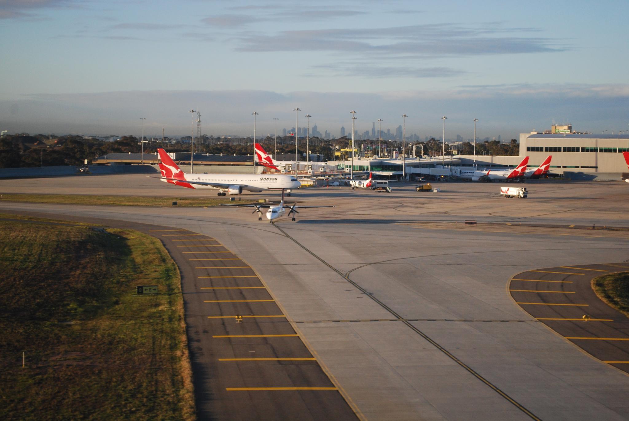 bomb threat melbourne airport